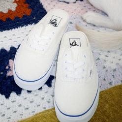 어센틱 하얀 뮬 신발 이미지
